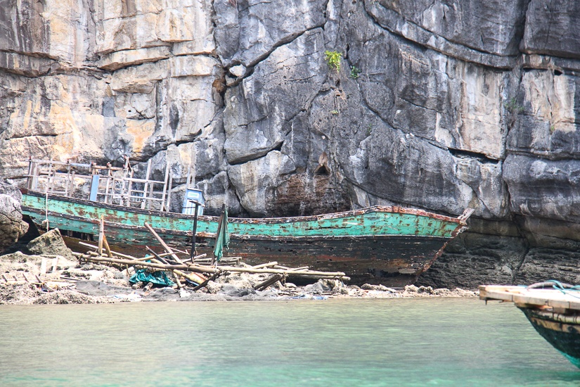 wreck in halong bay