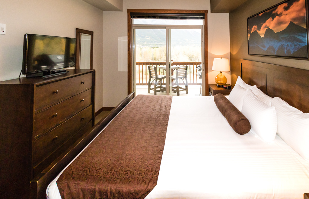 The One Bedroom Mountain View Suite offers views from the comfort of your covers at Stoneridge Mountain Resort, Canmore. Image © Skye Gilkeson