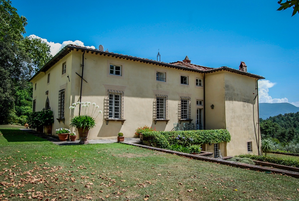 where to stay in Lucca Italy