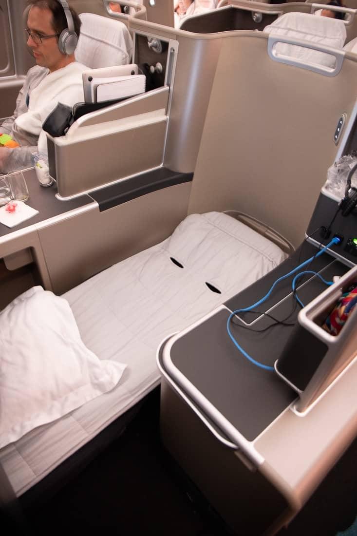 qantas dreamliner business class bed