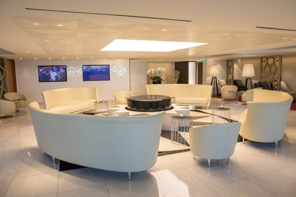 qatar premium lounge Paris