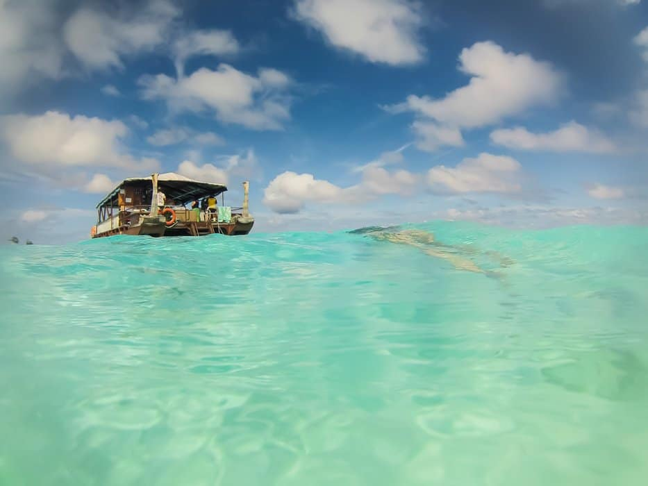 boat cruise in the Cook Islands